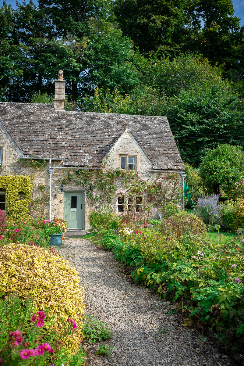 English cottage in the Cotswolds in the English Countryside