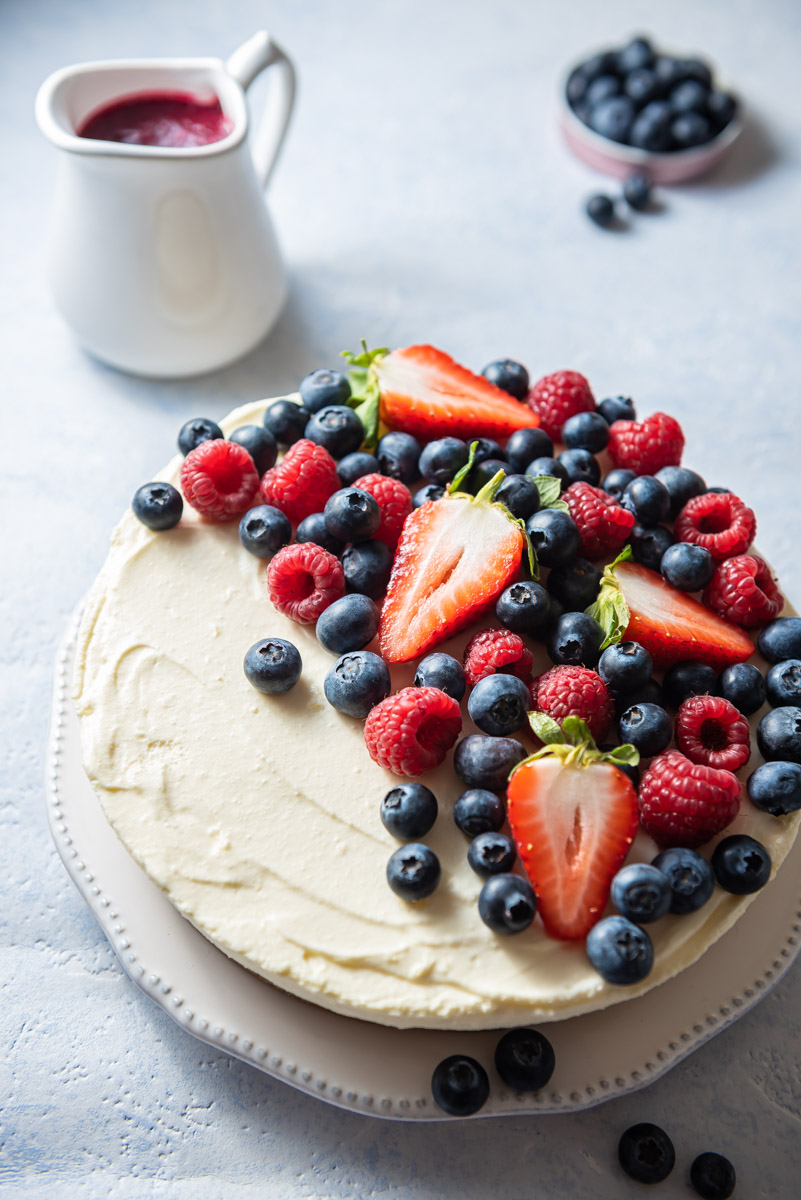 correctly exposed image of the berry cheesecake