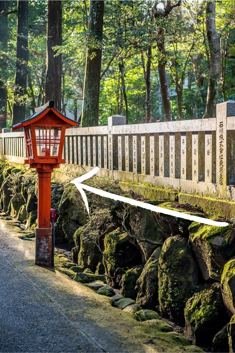 Example of leading lines in travel photography, Japanese lantern